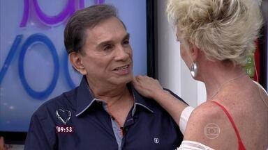 Ana Maria recebe Dedé Santana, um convidado para lá de trapalhão - Humorista ganha um depoimento carinhoso da atriz Fernanda Vasconcellos