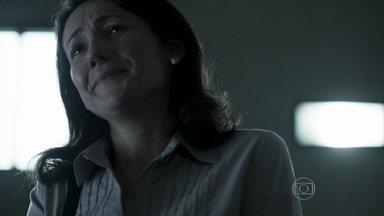 Edu encontra com a mãe na prisão - Ela o chama de Brian assim que põe os olhos nele