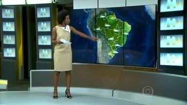 Chuva forte causa problemas em São Paulo - Nuvens carregadas devem trazer mais chuva para SP. Também tem previsão de chuva para o sul de MG e Triângulo Mineiro. Pode chover forte em pontos isolados da área que vai do norte do RS, MT oeste da BA e AC.
