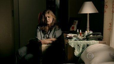 Jurema chora ao lembrar de Jairo - Ela fica confusão com o desaparecimento do filho