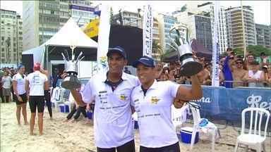 Ana Marcela agradece a Allan do Carmo pela vitória no Rei e Rainha do Mar - Dupla brasileira venceu no finalzinho em disputa milimétrica com americano.