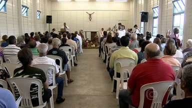 Inaugurada tenda 'Cristo Rei', que vai funcionar em canteiro onde é construída catedral - Nova Catedral de Belo Horizonte tiveram obras iniciadas em abril de 2013.