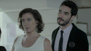 Marta e filhos exigem explicações de Zé após acusação de assassinato - O Comendador garante que quem deve dar explicações é Téo