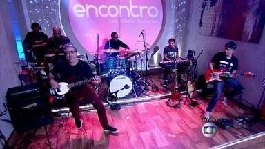 Banda do The Voice abre o Encontro - Músicos tocam música animada no clima de final de ano