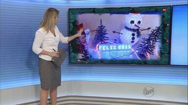 Internautas enviam fotos da decoração de natal na região - A Carolina, de Ribeirão Preto, vestiu a filha Alice de mamãe noel, que na foto aparece com o irmãozinho Felipo no colo.