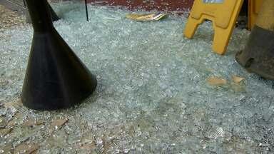 Caixa eletrônico é explodido dentro de shopping em Salvador - Crime ocorreu na Avenida São Rafael na madrugada desta sexta-feira (19).