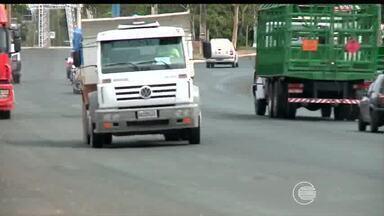 Falhas na sinalização de trânsito deixam perigos expostos a motoristas e pedestres - Falhas na sinalização de trânsito deixam perigos expostos a motoristas e pedestres