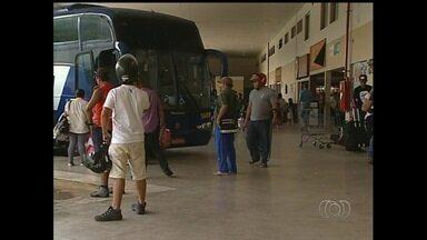 Veja quais são as condições das rodoviárias de Itumbiara e Catalão - Em Itumbiara, o movimento de passageiros já aumentou. Em Catalão, diariamente passam cerca de mil passageiros pelo terminal.
