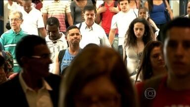 Preferência por viagem de ônibus aumenta no Brasil - Uma pesquisa do Ministério do Turismo, feita nas capitais brasileiras, mostra que a preferência por viagem de ônibus aumentou de 9% para 15%.
