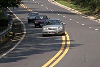 Conheça as condições da estrada Mogi-Guararema - A via é acesso tanto para o interior quanto para o litoral. O Diário TV fez várias reportagens para mostrar o que o motoristas vai encontrar nas estradas da região para seguir viagem neste fim de ano.