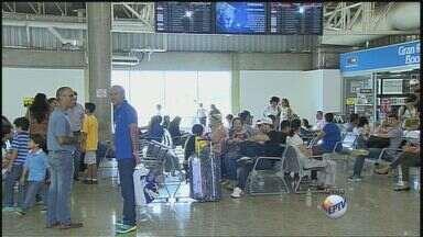 Aeroportos e rodoviárias ficam cheios às vésperas das festas de fim de ano - Em todo o Brasil, o movimento cresce, assim como o número de reclamações.