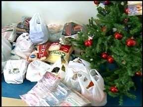 Campanha arrecada mais de 400 quilos de alimentos - Durante o programa Especial de Natal da RBS TV foram doados alimentos e brinquedos, que serão distribuídos para entidades carentes.