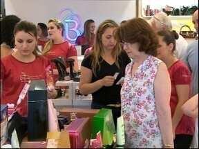 Movimentação intensa no centro de Pelotas para as compras de natal - Lojas estão abrindo em horário diferenciado