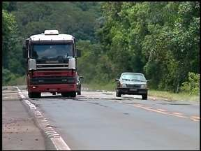 Aumenta o movimento nas rodovias do Alto Uruguai do RS - Para alguns a saída para o feriadão foi antecipada. Na BR 153 o movimento no domingo foi 30 porcento superior a média.