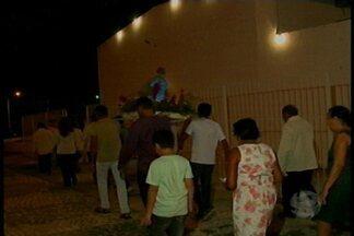 No bairro Palhinha foi realizada homenagem ao Menino Jesus, padroeiro da comunidade - Devotos aproveitaram a oportunidade para agradecer os pedidos alcançados
