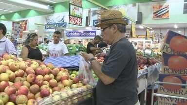 Lojas e supermercados de Porto Velho ficam lotados na véspera de Natal - Entre a compra de presentes, atrasados deram um jeito de se organizar para montar a ceia de Natal.