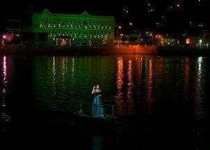 Multidão acompanha apresentação natalina às margens de lago em Triunfo, Pernambuco - Concerto 'Madonas' fez homenagem às mulheres.