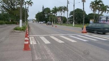 Jorge Lacerda tem asfalto ruim e põe em risco a segurança de condutores - RBS Notícias percorreu a rodovia estadual para mostrar as condições da pista e os trechos mais perigosos.