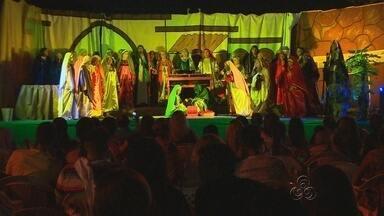 Moradores da Zona Norte de Manaus realizam musical de natal - Iniciativa está sendo realizada pelo terceiro ano e conta com a participação de toda comunidade.