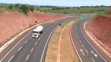 Contorno de Mandaguari faz um mês - Moradores dizem que o trânsito na cidade melhorou bastante depois do desvio