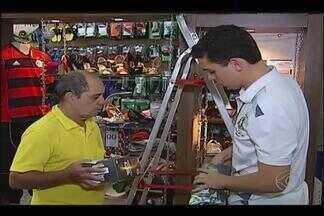 Lojas de Uberlândia se movimentam com trocas de presentes após Natal - Funcionários afirmam que clientes aproveitam para comprar na hora de escolher outro presente.