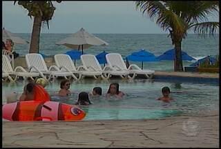 Passar o Revéillon na praia para muitas pessoas é tradição - Muita gente escolhe como destino o litoral sul do estado