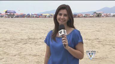 Muitas pessoas aproveitam a praia neste fim de semana - Muitas pessoas aproveitam a praia neste fim de semana.