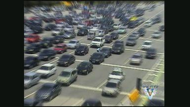 Imigrantes apresenta lentidão em direção ao litoral de São Paulo - Tráfego é lento em direção à Baixada Santista do Km 20 ao 32.Sistema Anchieta-Imigrantes está em Operação Descida (7x3).