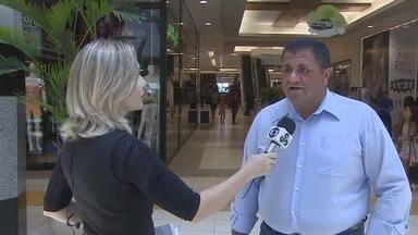 Rondônia TV fala sobre troca de presentes em Porto Velho - NA semana de Natal, é tempo de compra de presentes, na semana de ano novo, o movimento nos comércios cresce para troca dos presentes recebidos.