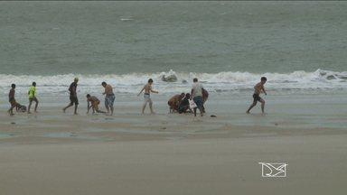 Praias de São Luís estão impróprias para o banho - Praias de São Luís estão ameaçadas pela poluição. Duas das cinco praias da capital maranhense estão impróprias para o banho. O risco é maior na Foz dos rios Pimenta e Calhau.