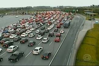 Úlitmo sábado do ano de filas na Região Norte - Congestionamentos foram registrados em toda as rodovias.