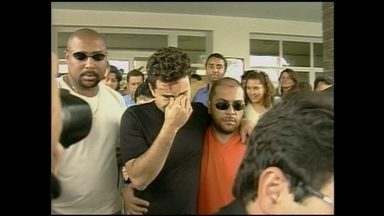 Cantor sertanejo Renner já tomou mais de cem multas por desrespeitar as leis de trânsito - Renner já perdeu o controle do carro, atropelou e matou um casal em 2001. De 1998 até 2010, ano em que teve a carteira suspensa, o cantor teve 108 multas, segundo o Detran.