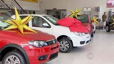Economista de Juiz de Fora orienta sobre compra de carros no fim de ano - Segundo o economista, as pessoas gastam mais de R$ 9 mil com os carros no decorrer do ano.