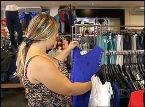 Após compras de Natal lojas começam temporada de promoções - Após compras de Natal lojas começam temporada de promoções
