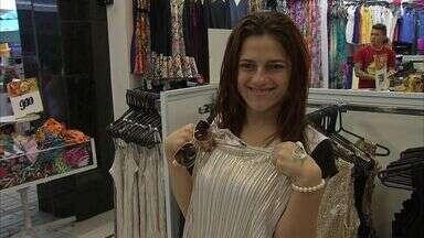 Fim de ano movimenta comércio de Fortaleza - Fim de ano movimenta comércio de Fortaleza. As roupas brancas estão em alta.