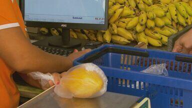 Seca faz preços de frutas típicas da ceia de réveillon aumentarem até 50% - Seca faz preços de frutas típicas da ceia de réveillon aumentarem até 50%