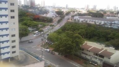 Moradores reclamam de insegurança na Avenida Feira de Santana, em Goiânia - Moradores reclamam da falta de segurança na Avenida Feira de Santana. Os perigos estão em toda extensão da via, que corta o Parque Amazônia e liga Goiânia a Aparecida.