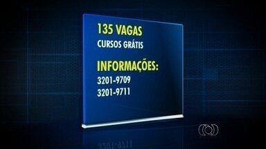 OVG oferece 135 vagas para cursos gratuitos - A Organização das Voluntárias de Goiás (OVG) oferece 135 vagas para cursos de capacitação até 14 anos. Tem vagas para informática básica, montagem e manutenção de computadores, português, redação e matemática para o Enem. Informações pelos telefones: 3201-9709 ou 3201-9711.