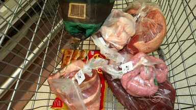RJTV mostra preço médio da carne para o churrasco de Réveillon - Mais procuradas são o contra filé e a alcatra; o preço mais elevado é a picanha, e os mais baratos são da capa de filé e da costela bovina.