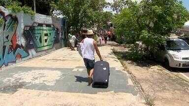 Empresários de turismo alertam para riscos de excursões clandestinas em MG - Com a chegada do Ano Novo, aumenta a procura por agências de viagens.Praias são destino favorito de turistas.