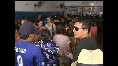 Às vésperas do réveillon, movimento é intenso nas agências bancária de Santarém - Muitas pessoas também foram às lotéricas para pagar contas e jogar na Mega-Sena da Virada