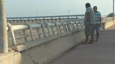 Muro de arrimo, no bairro Santa Inês, está desabando e pode causar acidentes - Não é apenas no Cidade Nova e no Perpétuo Socorro que a orla está sendo destruída pela erosão do Rio Amazonas. No Santa Inês, o muro de arrimo está desabando e pode causar acidente