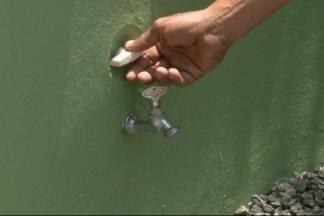 Moradores reclamam da falta da água em São Francisco do Sul - Com a proximidade do reveillon problema deve continuar.