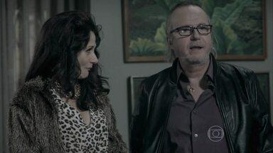 Magnólia e Severo procuram Cláudio - O casal quer saber se o cerimonialista aceita organizar uma festa para eles