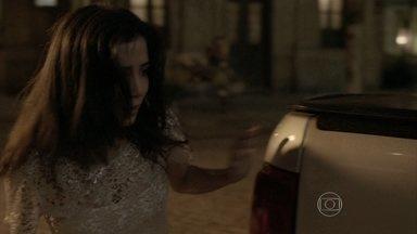 Cora procura por José Alfredo - Cristina e Josué tentam fazer com que ela acredite que viu uma assombração