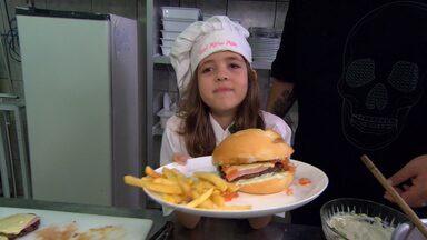 Jimmy ensina a fazer o hambúrguer com Malu - Cozinheiro 'ogro' atendeu ao pedido de sua fã mirim