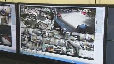 Prefeitura de Macapá investe em vigilância eletrônica para escolas - A recorrência de assaltos a escolas na capital levou a prefeitura de Macapá a investir pesado em vigilância por meio de câmeras de circuito interno. O investimento incluiu também postos de saúde e prédios administrativos