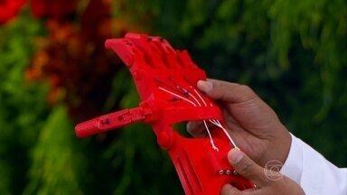 Impressora 3D permite a fabricação de próteses mais leves - A técnica 3D usa peças customizáveis de acordo com o tipo de lesão. Na ginecologia, o ultrassom 3D permite o médico avaliar melhor se o bebê tem algum tipo de má formação.