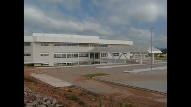 """Série """"Prazo Vencido - 2ª edição"""" - Na reportagem de hoje, veja como está a situação das obras do Hospital Regional de Santa Maria,"""