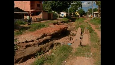 Moradores da Rua Cruzeiro do Norte reclamam de serviço da prefeitura - Rua já apresentou sérios problemas de infraestrutura.